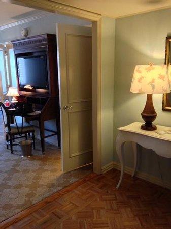Windsor Court Hotel: Club suite foyer