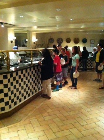 The Westin Lake Las Vegas Resort & Spa: waiting line for omellettes