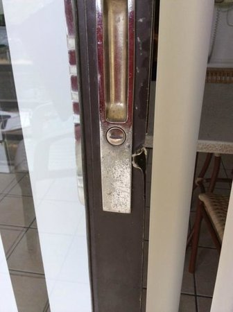 Key West Inn - Key Largo : Slider door on lanai with what look likes damage from attempted break-in
