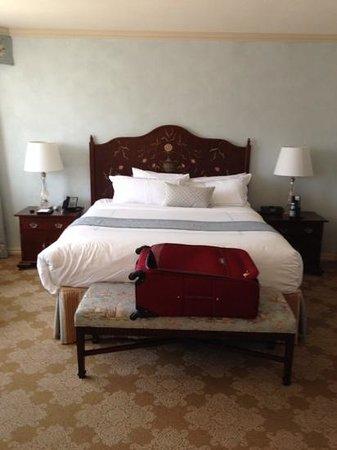 Windsor Court Hotel: bedroom
