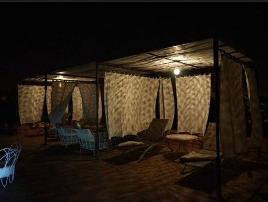 Riad Nashira & Spa: Roof cabanas at night very exotic and private