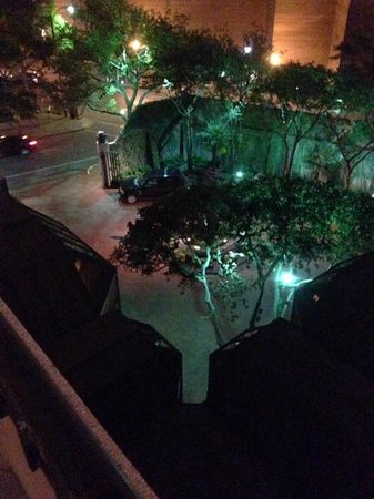 Windsor Court Hotel: Entrance at night - view from pool
