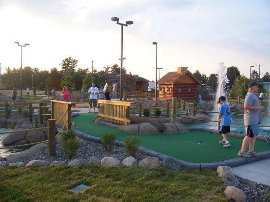 Eagle Falls Adventure Golf and Laser Tag: Adventure style mini golf