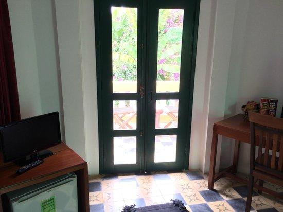 Rambutan Hotel Siem Reap: Doors to terrace