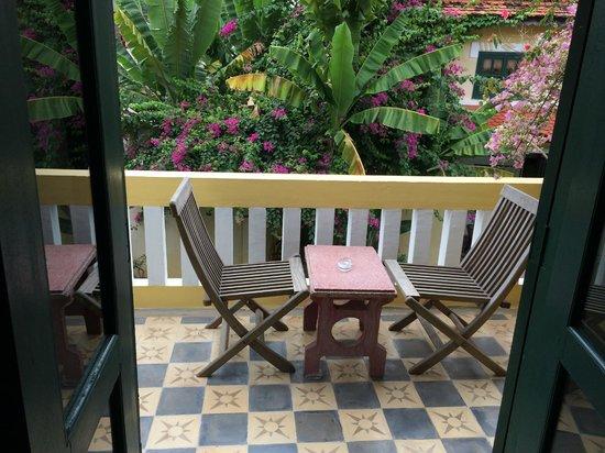 Rambutan Hotel Siem Reap: Terrace overlooking pool