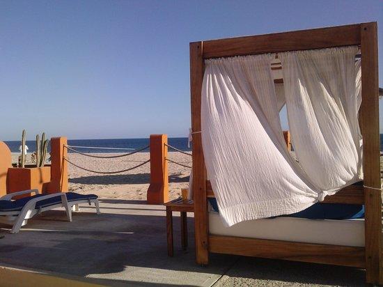 Posada Real Los Cabos: Camas balinesas en la playa.