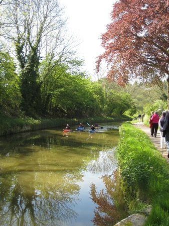 Best Western Limpley Stoke Hotel: The Kennet & Avon Canal at Limpley Stoke