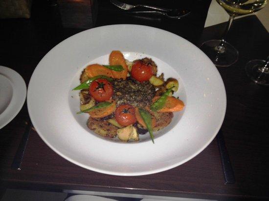 Osman 30: Getrüffelte französische Bio-Linsen, Kirsch-Tomaten, Steinpilze und Serviettenknödel