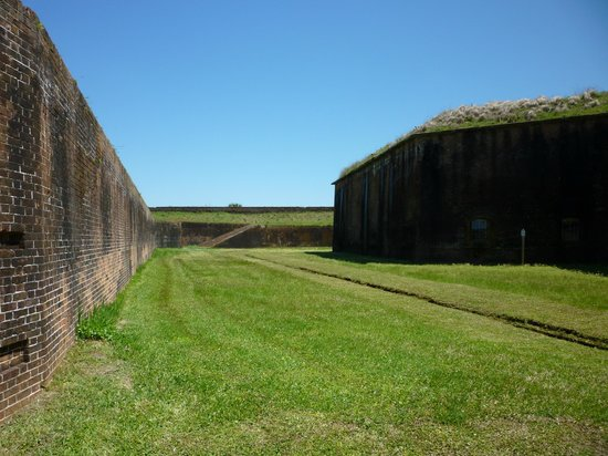 Fort Morgan State Historic Site : Two sets of massive walls