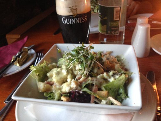 E.J. Kings : blue cheese salad