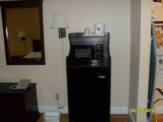 BEST WESTERN Hammond Inn & Suites : Micro & Fridge
