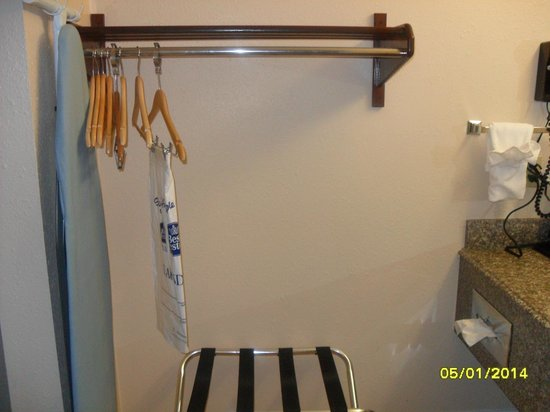 BEST WESTERN Hammond Inn & Suites : Closet space