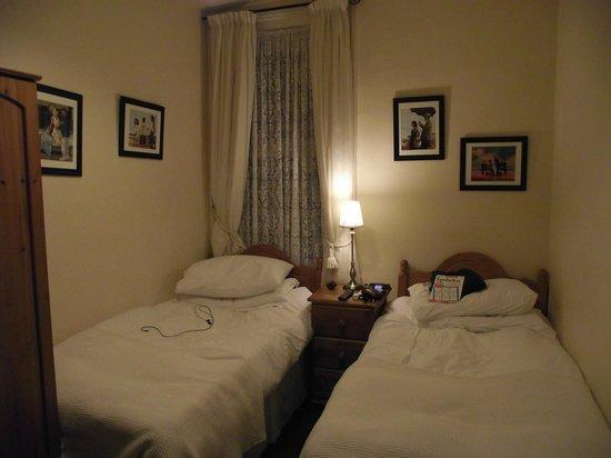 Athol House: My twin room.