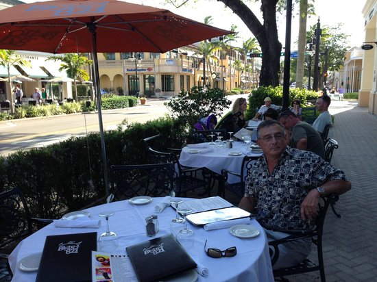Bistro 821: On the shady side of the street!