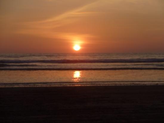 Terrace Inn: Sunset on the beach
