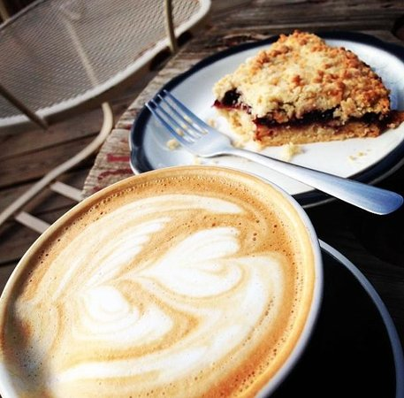 Hoboken Coffee Roasters: Mocha Coffee and Blackberry Crumble Cake