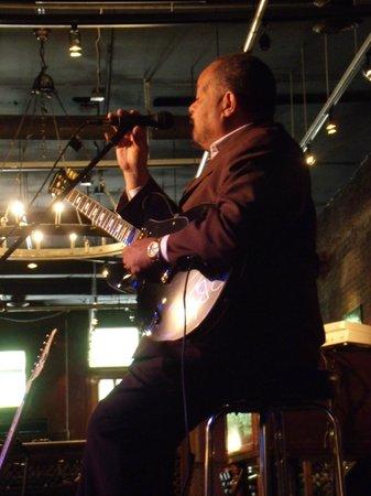 B.B. King's Blues Club: The Carl Stewart Trio