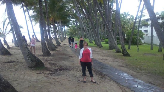 Palm Cove Beach: Beautiful for all ages.