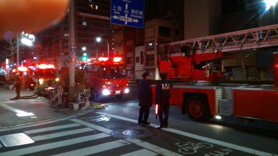 Agora Place Asakusa: Приехали пожарные