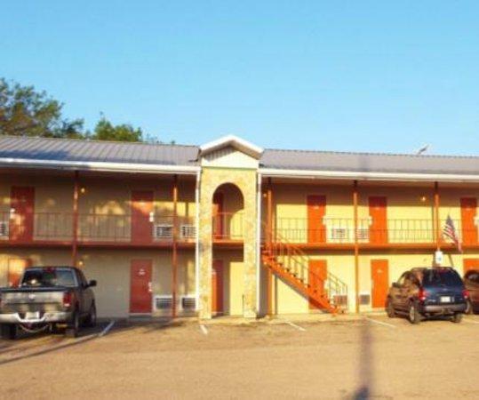 American Inn & RV Park : Exterior view
