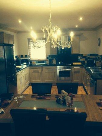 Lomond Luxury Lodges: Montrose lodge; dining & kitchen area
