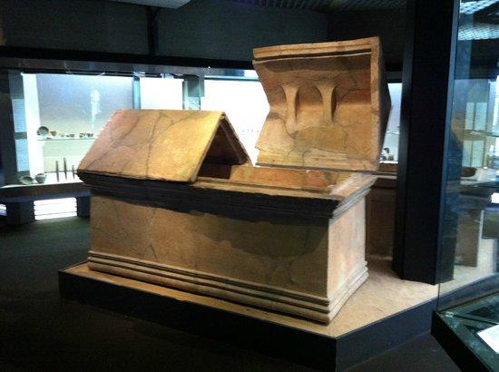 Archäologisches Museum Paolo Orsi (Museo Archeologico Regionale Paolo Orsi): Museo Archeologico Paolo Orsi, sepolcro