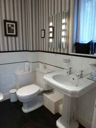 West Vale Country House: Bathroom