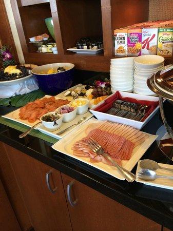 Hilton Miami Downtown: Executive lounge breakfast