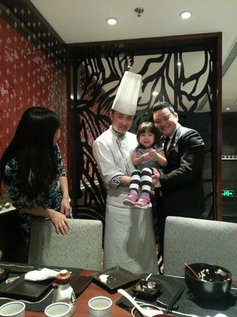 Sheraton Yantai Golden Beach Resort: Eating dinner with the Chef and Manager stopping by to say hello.