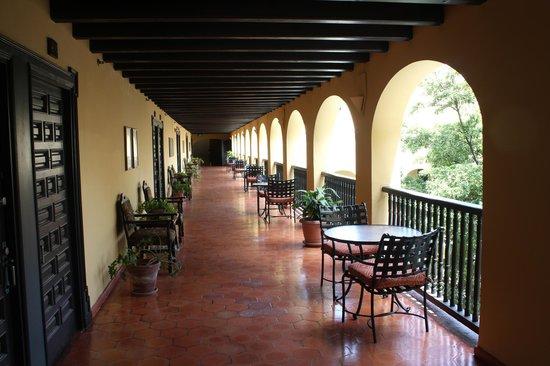 Hotel El Convento: Hall Way
