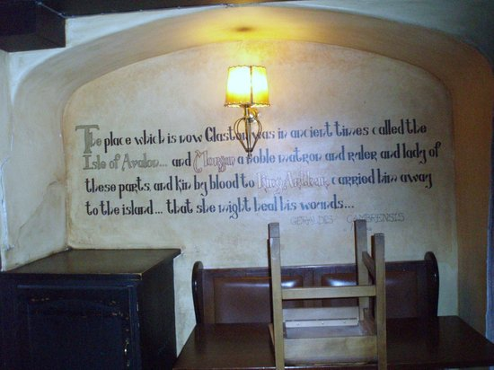 The George and Pilgrim: walls inside
