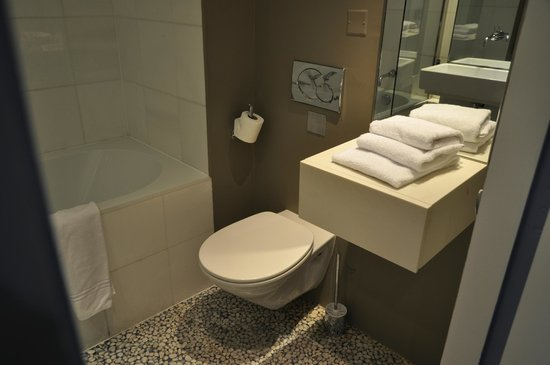 Hotel Beau Rivage : Efficient clean rooms