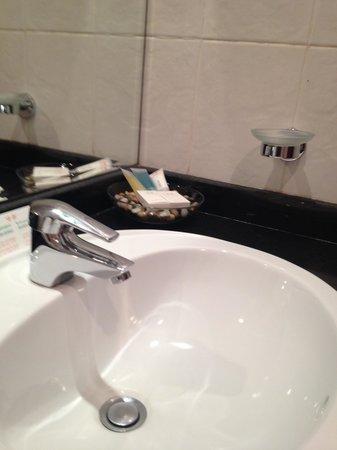 Xclusive Hotel Apartments: Toilet
