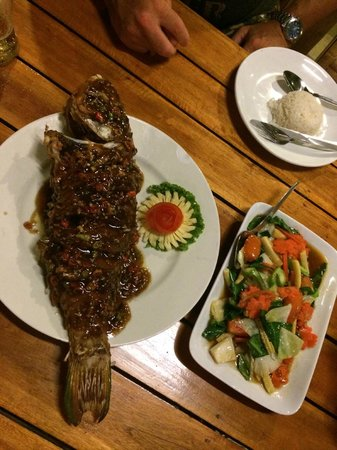L. Maladee Restaurant : Parrot fish for 2