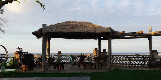 Porta del Mar Beach Hotel: Sunrise terrace/dining/relaxing area