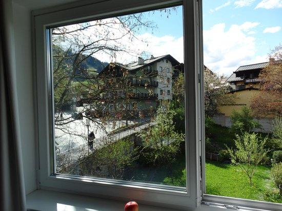 Q! Hotel Maria Theresia: vista da janela do nosso quarto