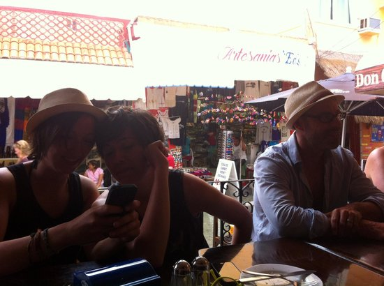 Don Chepo: Free WiFi and a great place to wait out the rain with friends while still in the open air