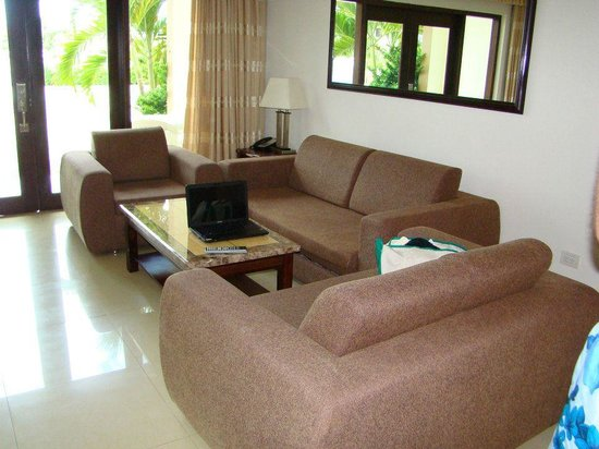 Aruba Breeze Condominium: living room