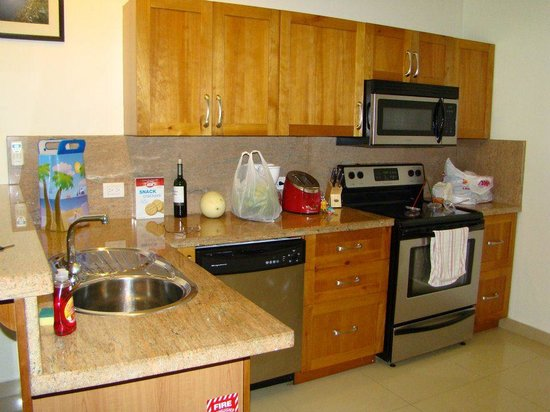 Aruba Breeze Condominium: full kitchen