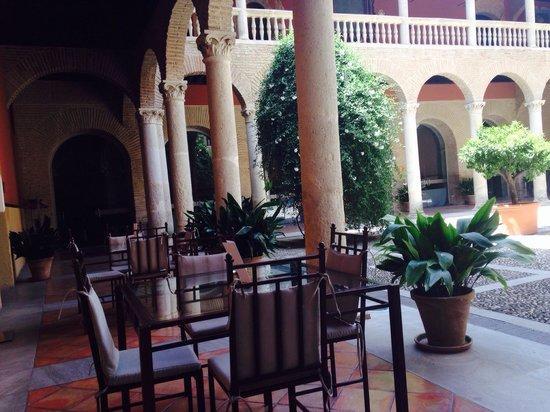 AC Palacio De Santa Paula, Autograph Collection: Outdoor terrace of El Claustro