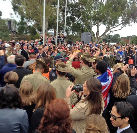 Canberra Centre: Anzac crowd, with the Royals.
