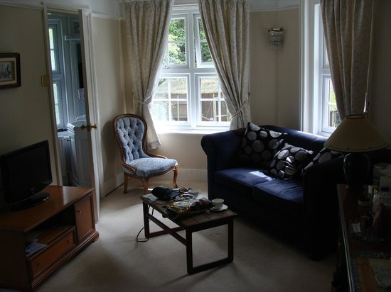 Clayhill House: Sofa and coffee table