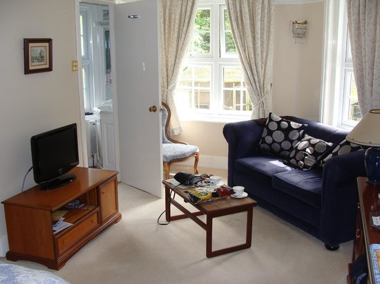 Clayhill House: Sofa and ensuite