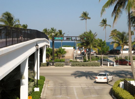 Bahia Mar Fort Lauderdale Beach - a Doubletree by Hilton Hotel: View to Hiway One