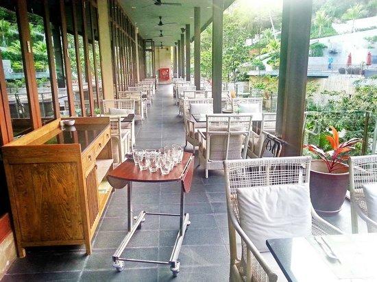 Sunsuri Phuket: Рядом с рестораном где подают завтрак