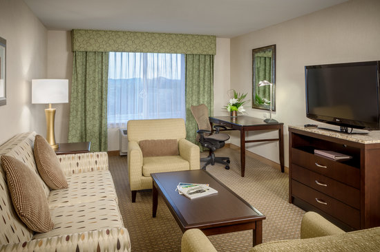 Hilton Garden Inn Eugene / Springfield: Enjoy separate living and sleeping in our one bedroom suite