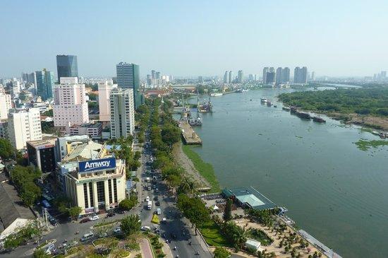 Renaissance Riverside Hotel Saigon: ホテルからサイゴン川を望めます。