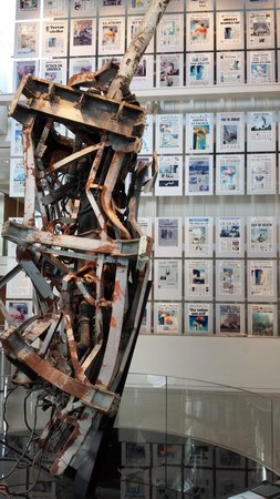 Newseum : 9/11 Gallery with news headlines