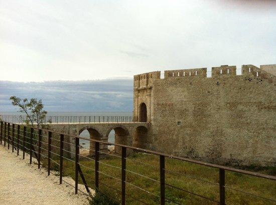 Maniace Castle : Castello Maniace, ingresso al complesso