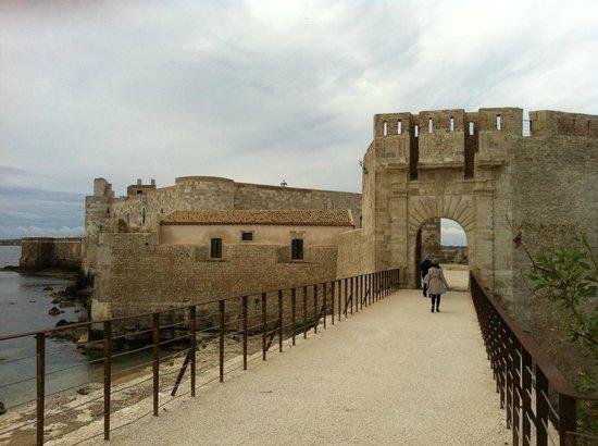 Maniace Castle : Castello Maniace, ingresso del complesso